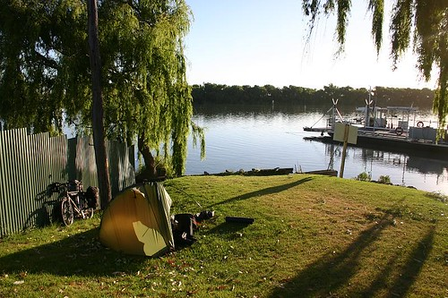 Wild camping at the Murray River in Wellington...