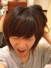 外號小憂的郁華,可是美編高手,有人說這張相片像「蕭敬騰」,你覺得呢