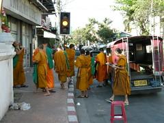 29 monaci