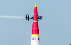 Redbull Race 2017 Abu Dhabi, captured the moment flight aligned with air filled pylons. (Inian4mIndia) Tags: redbull race abudhabi 2017 latest freeze capture moment flight flying nikon