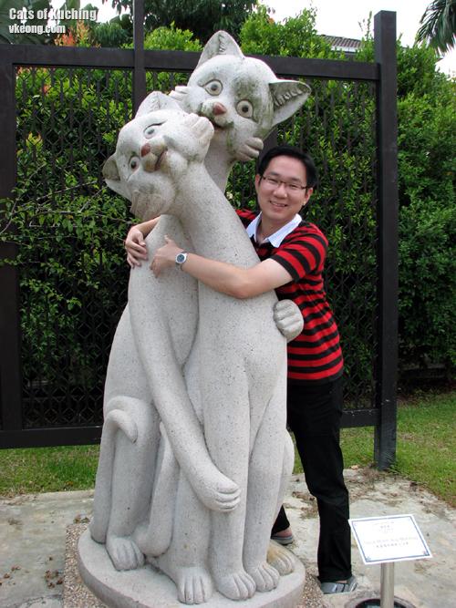 malaysia-china-cat-statue