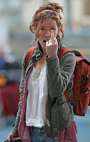 Evangeline Lilly says Hi with her middle finger