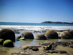 Low tide revealing Moreaki Boulders