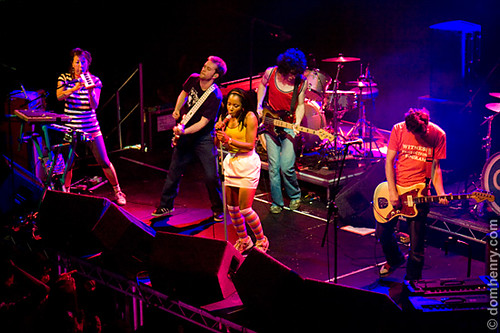 The Go! Team performing at Nottingham Trent Students Union - photo by Dom Henry (c)