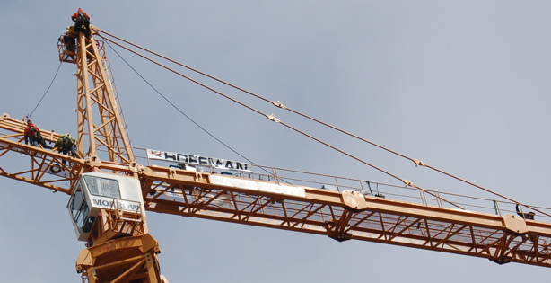 crane_5men_close