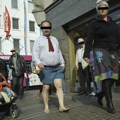 χωρίς παπούτσια - barfuß - barefoot - nu-pieds - a piedi nudi - はだしで - blootvoets - descalzo - 맨발로