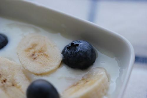 yoghurt + bananas + blueberries
