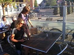 Anna-Karin och Annika funderar hur man kan kompensera 4000kcal Photo