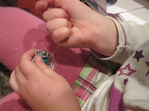 Making bird's nest necklace #9