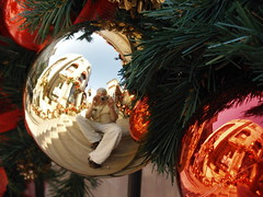 Christmas on Rodeo Drive, BH (Viejito) Tags: california christmas decorations red usa selfportrait me topv2222 america weihnachten geotagged navidad losangeles interestingness cool amrica unitedstates topv1111 olympus newyear explore ornament christmasdecorations beverlyhills nol amerika 90210 kerstmis bh 2007 yul rodeodrive twop amrique kerstversiering kersfees explored interestingness280 i500 olympusc7000 90212 olympusc70 90213 90211 geo:lat=34067784 geo:lon=118401347
