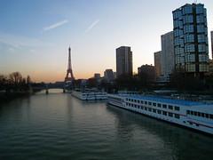 Eiffel tower and quai de Grenelle at dawn