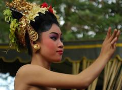 Tari Pendet, Bali dancer (Tempo Dulu) Tags: bali indonesia dancer tari waterpalace tirtagangga pendet beautifulbali taripendet 22169453n04