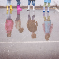 Rain fun (jaime m) Tags: girls reflection muro colors rain wall puddle lafotodelasemana lluvia boots colores reflejo wellies botas charco lfs052008 jaimemonfort