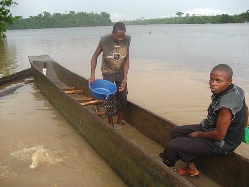 Bailing before crossing the Tshopo