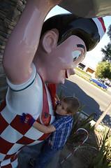 Tim-Tom hugs Big Boy (Thomas Wasper) Tags: longbeach timtom bobsbigboy