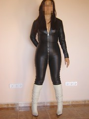 Catsuit de cuero y botas 4 (lady_dulciny_boots) Tags: white black topf25 leather pointy boots tight catsuit pointed skintight topv6666 kneehigh zippered