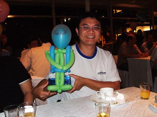 輝哥跟可愛的外星寶寶氣球