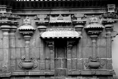 Typical Chola style exterior (VinayakH) Tags: kanchipuram india tamilnadu temple sculptures historic religious hindu shiva varadharajaperumaltemple varadharajaperumal vijayanagaraempire