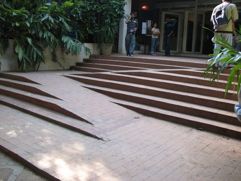 excellent design for wheelchair access on stairs Alliance Francaise de Bangalore 121007