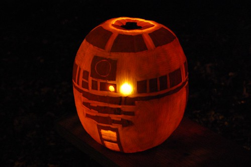 R2-D2 Jack-o'-lantern by Derringdos.
