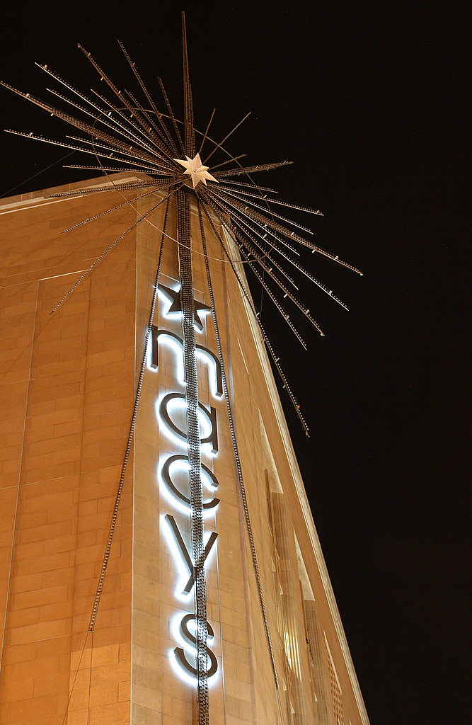 Star Awaits 50th Anniversary Lighting