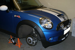 My R56 MINI Cooper S having a wheel rotation (iDavid27) Tags: mini coopers bmwmini jcw laserblue discbrakes johncooperworks r56