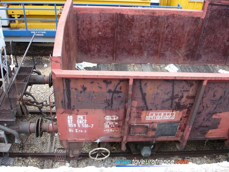Détail du marquage d'un wagon tombereau Us E79 de la SNCF affecté à Paris-Nord