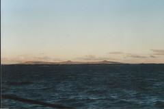 41 Seelandschaften1 (4) (divertom68) Tags: analog germany deutschland marine europa europe fuji sonnenuntergang hessen navy scan destroyer 101 dämmerung hafen wilhelmshaven seefahrt abenddämmerung wehrpflicht whv gescannt heimathafen kleinbildkamera 101a zerstörer papierfoto zerstörergeschwader d184 zeitsoldat berufssoldat auslandsreise hamburgklasse divertom68