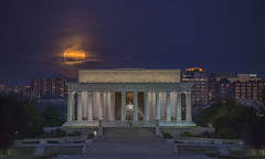 Lincoln Memorial Moonset (D. Scott McLeod) Tags: dawn washingtondc dc districtofcolumbia nikon fullmoon nationalmall lincolnmemorial scottmcleod dclandmark nikond800 dscottmcleod