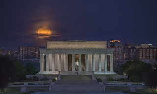 Lincoln Memorial Moonset
