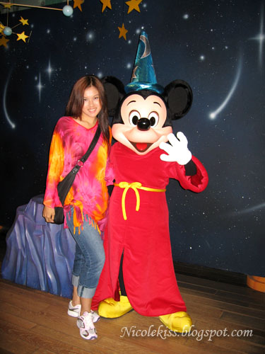 Nicolekiss and Mickey Mouse