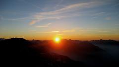 Sonnenuntergang Niesen (BE - 2`362m - 9x) im Berner Oberland im Kanton Bern in der Schweiz (chrchr_75) Tags: hurni christoph schweiz suisse switzerland swiss berner oberland berneroberland kanton bern canton berge mountains alpen alps sunset sonnenuntergang pyramid 0711 niesen abigfave chrchr chrchr75 chrigu chriguhurni sunneungergang tramonto coucher de soleil puesta sol закат 日暮れ ηλιοβασιλεμα 夕陽 غروب berne berna bärn kantonbern natur landschaft landscape niesenkette albumniesen du zonsondergang 夕日 berg mountain montagne svizzera suissa