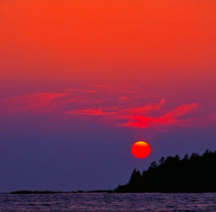 ...goodnight kiss... (Henri Bonell) Tags: sunset sea sun finland naturesfinest splendiferous supershot outstandingshots 35faves golddragon mywinners abigfave platinumphoto colorphotoaward aplusphoto henribonell superbmasterpiece goldenphotographer diamondclassphotographer superhearts ysplix theperfectphotographer theroadtoheaven thegoldendreams flickrestrellas