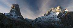 El Jou Lluengu desde Collado Vallejo (jtsoft) Tags: mountains landscape asturias olympus alpenglow picosdeeuropa e510 cabrales urriellu zd1454mm jtsoftorg