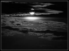 Noite (Claudio Marcon) Tags: sky blackandwhite bw moon black night clouds blackwhite pb lua noite luar fotoclube 10faves platinumphoto superbmasterpiece platinumheartaward artlegacy theperfectphotographer claudiomarcon nigthstars claudiolmarconribeiro