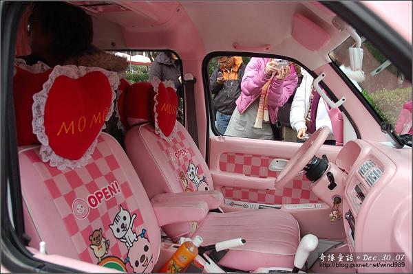 DSC_5292國父紀念館造型車內(小桃)