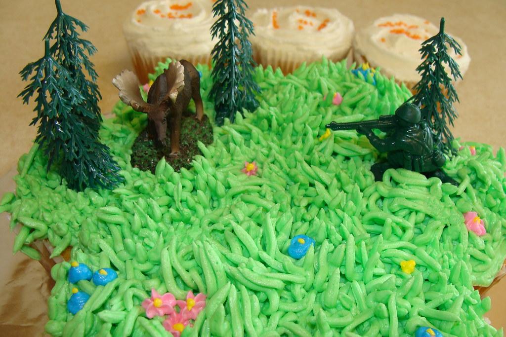 Hunting Cupcake Cake