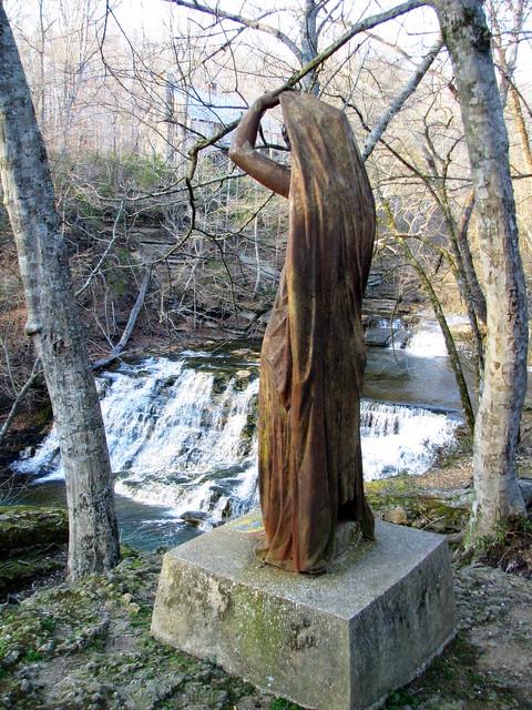 Rutledge Falls statue