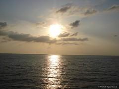 Atardecer (Fernando Reyes Palencia) Tags: sol puerto mar playa arena champerico retalhuleu paisajesdeguatemala bellospaisajesdeguatemala guatemalalandscapes champericoretalhuleu imagenesdeguatemala postalesdeguatemala