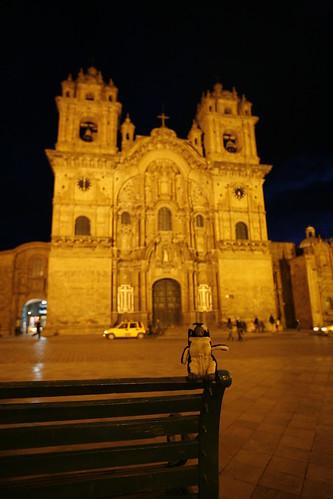 Yo enfrente de la catedral en la plaza De Cusco, Peru