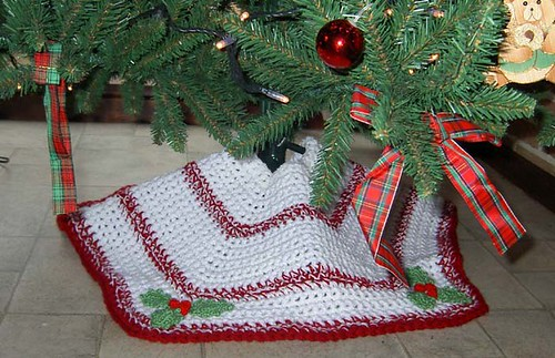 ravelry quick n easy christmas tree skirt pattern by priscilla hewitt