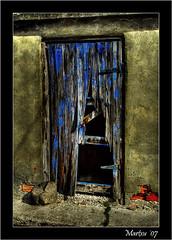 Puerta rota (Carlos Abrego Marchueta) Tags: door blue españa house color ladrillo azul facade canon casa spain arquitectura puerta construccion fachada arquitecture navarra martxu carlosabrego