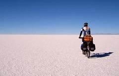 National Geographic - Salar de Uyuni - Bolivia (felipe_vera) Tags: chile mountain digital desert border salt mountainbike samsung bolivia mtb andes ng range nationalgeographic uyuni digimax natgeo salardeuyuni felipevera saltfalt