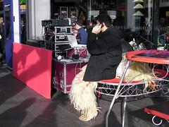 0813 Knstler aus China (golli43) Tags: china city berlin art events menschen hauptbahnhof centralstation meetingpoint treffpunkt neujahrsfest installationen yearoftherat