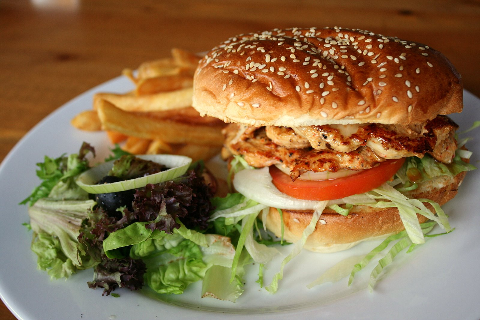 Chicken burger with Thai dressing