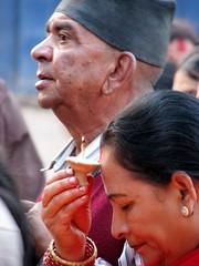 Priére - Kathmandou (GUSTAVimages) Tags: nepal baby trek vacances kali gustav fete enfant bébé tika priere kathmandou