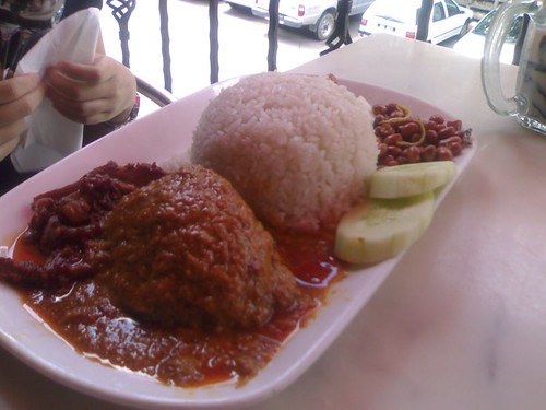 01112007 huge nasi lemak eaten in bandar sri damansara