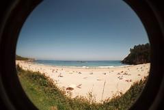 Al mal tiempo... (Viento de poniente) Tags: beach spain asturias playa fisheye asturies ojodepez analogico niembro toranda vientodeponiente