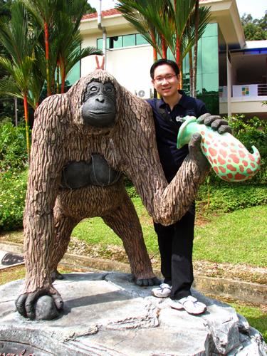 orang-utan-statue