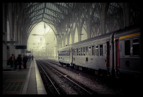 フリー画像| 人工風景| 駅 /プラットホーム| 電車/列車| ポルトガル風景|       フリー素材|